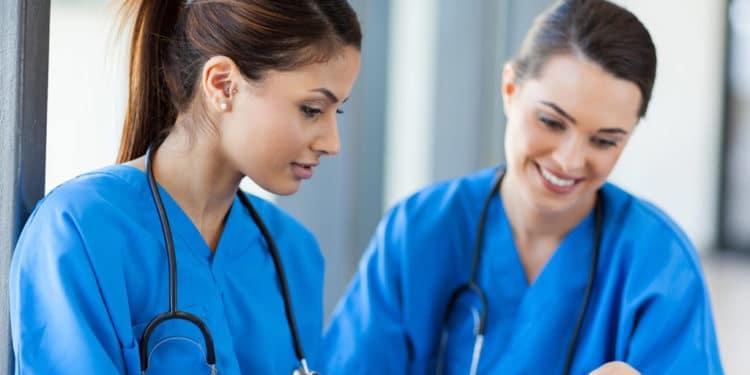 Ayudante de enfermeria trabajos resistentes recesion