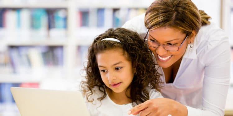 Ayudante de profesor trabajos que sobreviven una recesion
