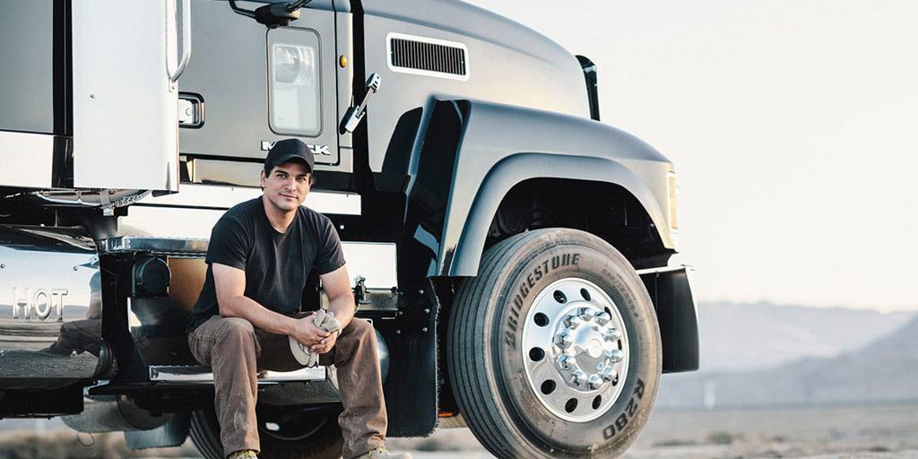Conductor de camiones comerciales trabajos que pagan por viajar