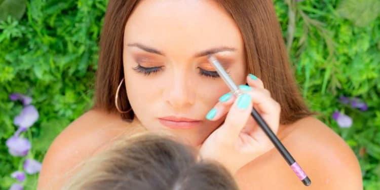 Maquilladora viajera trabajos para conocer el mundo