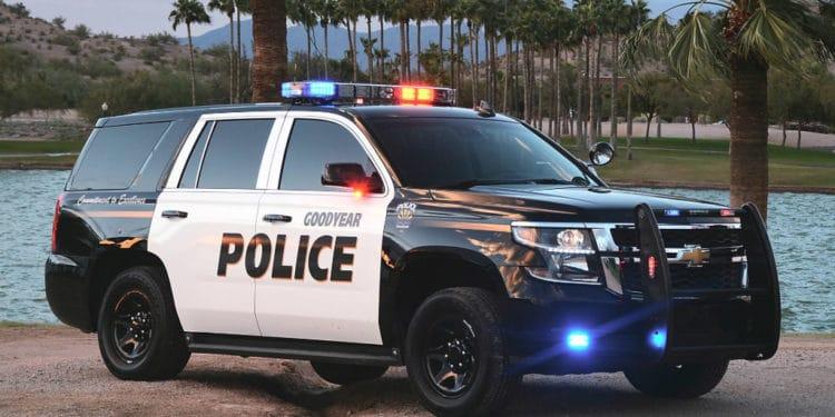 Oficial de policia usa trabajos que pagan bien