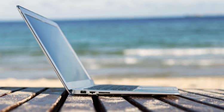 trabajos que permiten viajar Escritor Blogger viajero