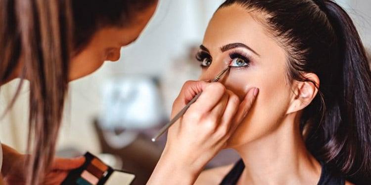 Cosmetologa empleos facil de obtener