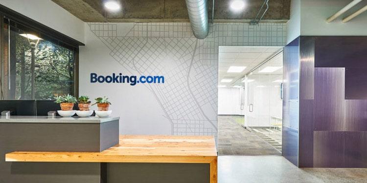 Booking com trabajos orlando