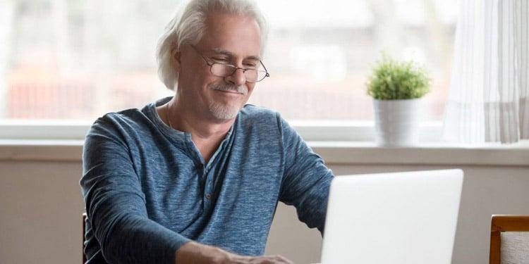 trabajos para mayores que no hablan ingles escritor por internet